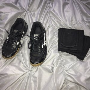 Volleyball shoes and knee pads bundle